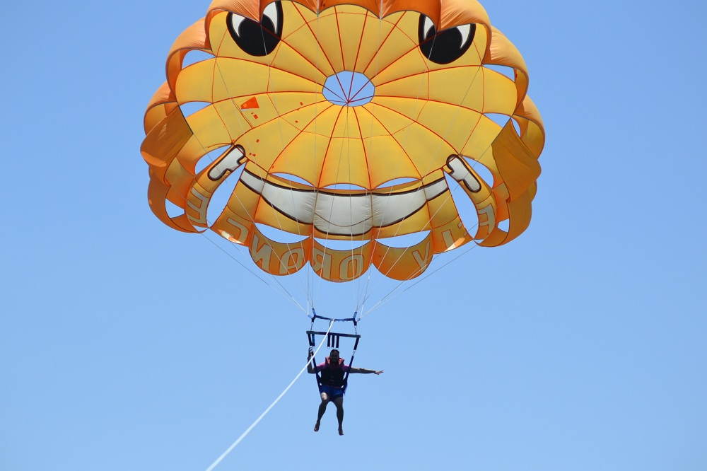 Parasailing, parasailing hurghada, Royal parasailing, Royal Safari Hurghada, Royal safari Excursions sea trip boat trip Ausflug Urlaub dolphin house giftun island red sea Хургада